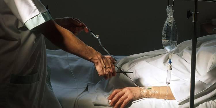 """Euthanasia voluntară, cea mai economică metodă de a """"trata"""" bolile terminale?"""